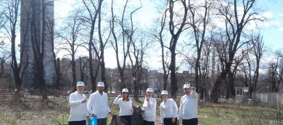 Ekopak in an action of cleaning park at the Importanne center
