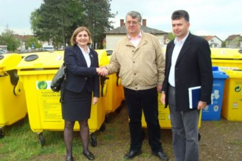 "Ekopak donated 51 containers for separate packaging waste collecting to the Public Utility Service Company ""Komunalac"" Orašje"