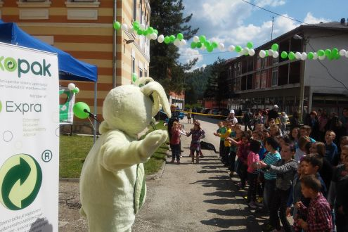 """Zekopak""  teaches children from Kladanj Municipality about the importance of recycling of packaging waste"