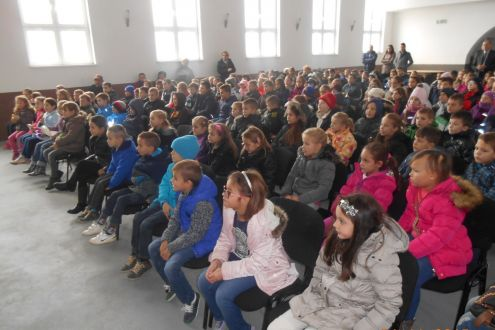 1,900 kids in the Municipalities of Gracanica and Orašje attended educational performance